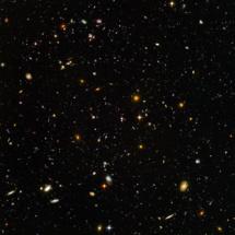 Imagen proporcionada por el telescopio Hubble del espacio lejano, cuando el universo era más caliente y más concentrado de acuerdo con la teoría del Big Bang. Fuente: NASA y ESA.