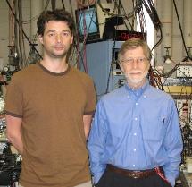 Allen Mills y David Cassidy (izda.) Universidad de California.