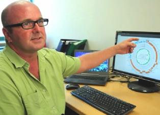 Robert Edwards, profesor adjunto de informática. El virus tiene en torno a 10 veces más pares de ADN que el VIH. Fuente: Universidad Estatal de San Diego.