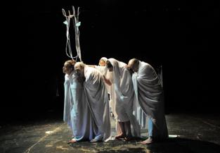 """Momento de la representación de """"El grito en el cielo"""". Fuente: Teatro Alhambra de Granada."""