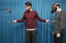 Zakaryah Abdulkarim crea la ilusión de invisibilidad con una brocha. Imagen: Staffan Larsson. Fuente: Instituto Karolinska.