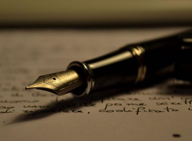 Escritura con pluma. Imagen: Antonio_Litterio. Fuente: Wikimedia Commons.