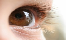 Los ojos realizan movimientos muy pequeños y muy rápidos para ver. Imagen: peasap. Fuente: Flickr.