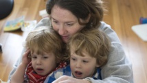 Las madres necesitan apoyo para cuidar bien de sus hijos. Fuente: PhotoXpress.