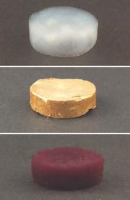Fibras amiloides de proteína sin oro (arriba), con micropartículas de oro (centro) y con nanopartículas de oro (abajo). Imagen: Nyström G. et al. Fuente: Advanced Materials.