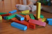 Los niños bilingües son más capaces de adaptarse a los cambios en las reglas. Imagen: bethL. Fuente: Pixabay.