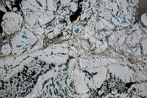 Trozos de hielo marino, estanques de fusión y aguas abiertas, vistas desde 450 metros el pasado sábado. Fuente: NASA/Goddard/Operación IceBridge.