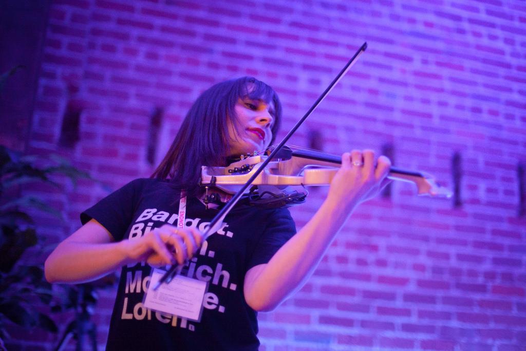 Kaitlyn Hova's synesthesia light show. Foto: Matt Biddulph.