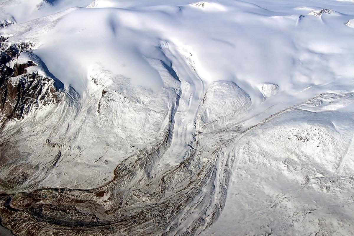 Borde del casquete de hielo de Barnes en mayo de 2015. NASA / John Sonntag