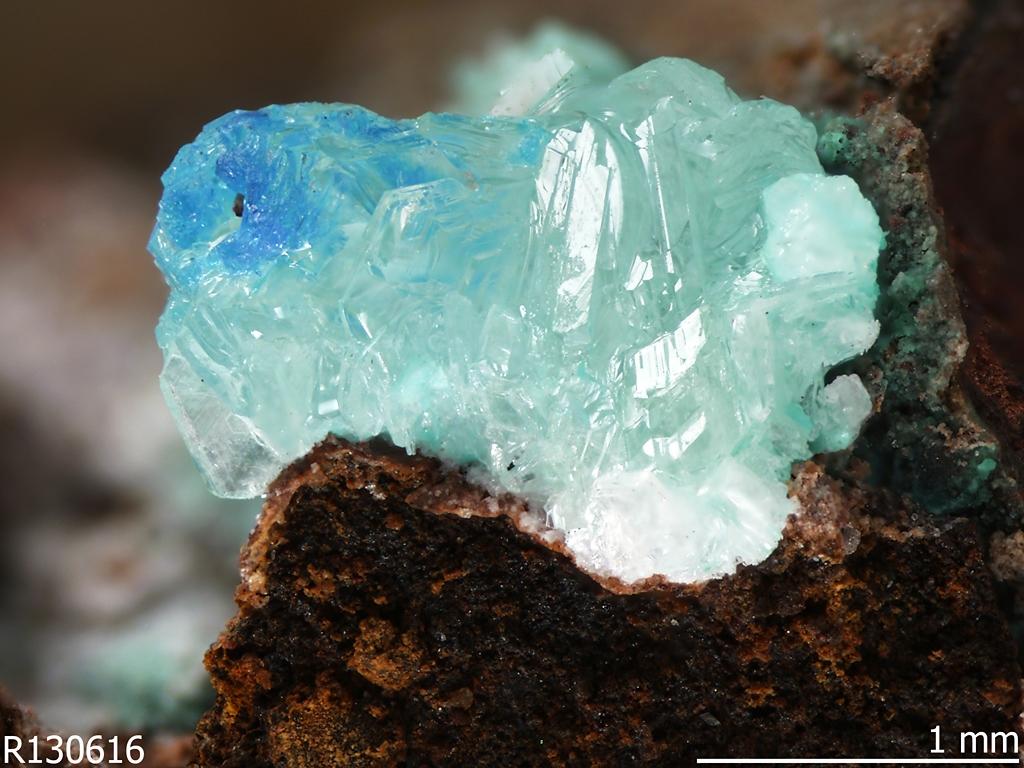 Simonkolleite [Zn5(OH)8Cl2·H2O], un mineral antropogénico. RRUFF