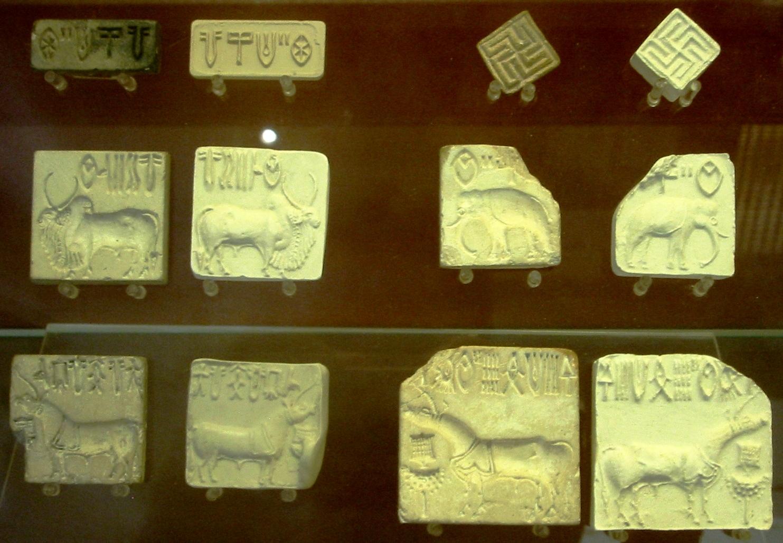 Tablillas de arcilla características del valle del Indo (en el Museo Británico, de Londres)