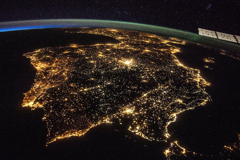 Iluminación nocturna en la Península Ibérica tomada desde la Estación Espacial Internacional. Foto: NASA.
