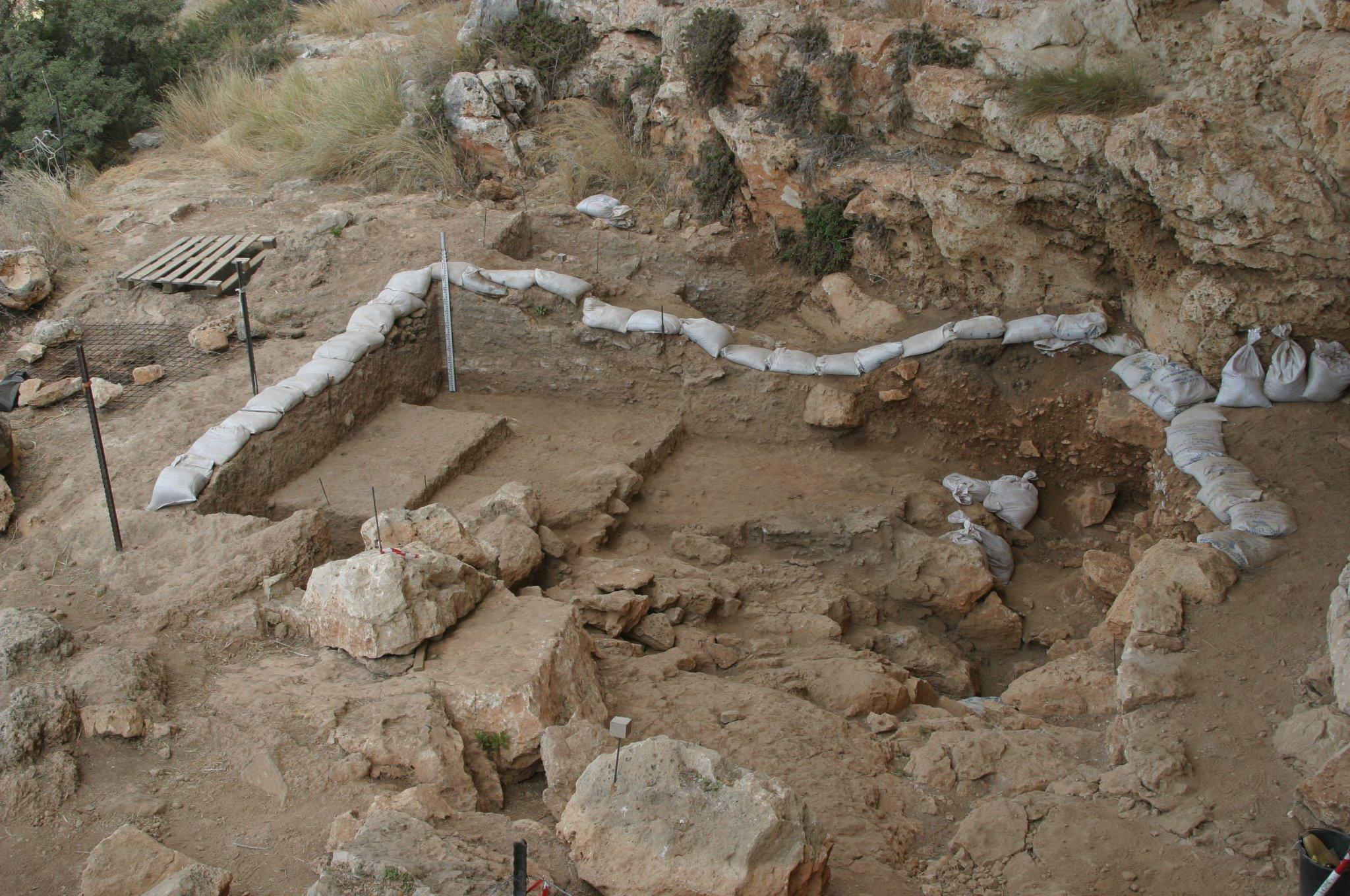 Entrada de la cueva de Misliya, en las ladera occidental del Monte Carmelo, en Israel. (Mina Weinstein-Evron, Haifa University)