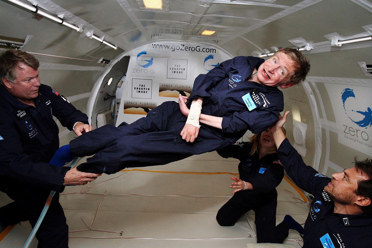 Hawking experimentando la ingravidez en un avión Boeing 727 de NASA. Foto:Jim Campbell/Aero-News Network.