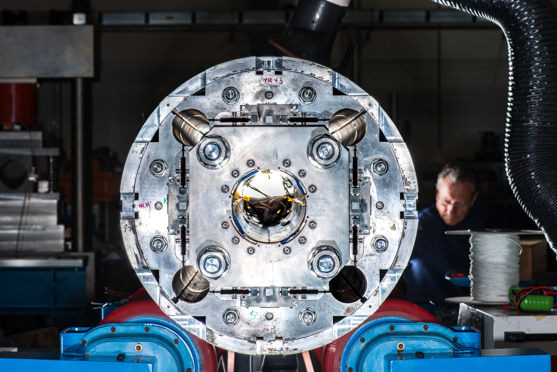 Prototipo del imán cuadrupolo para el LHC de Alta Luminosidad. (Imagen: Robert Hradil, Monika Majer / ProStudio22.ch)