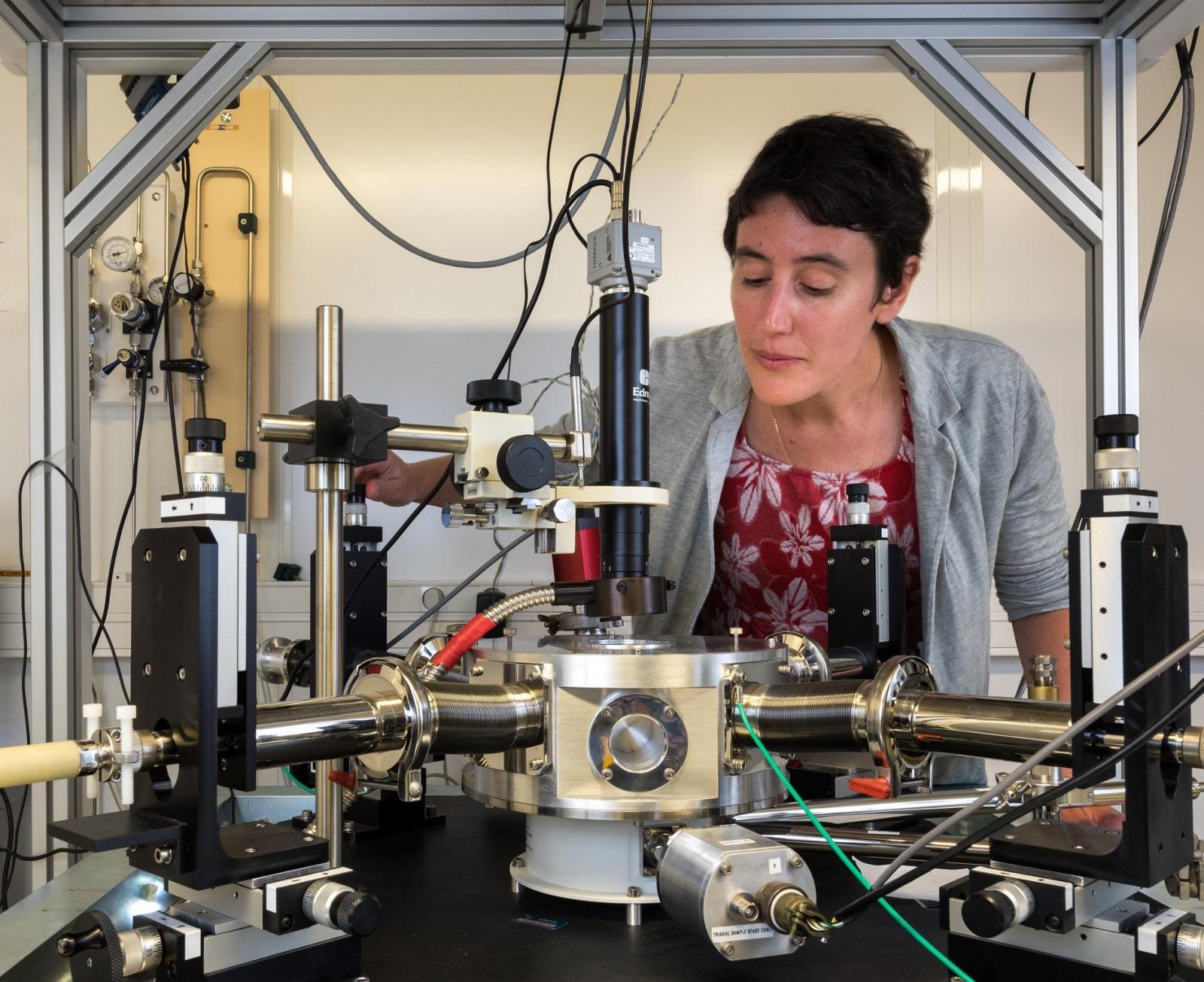 Julie Grollier, una de las artífices de esta investigación, en su laboratorio. Foto: L. Thion Ecliptique. Thales