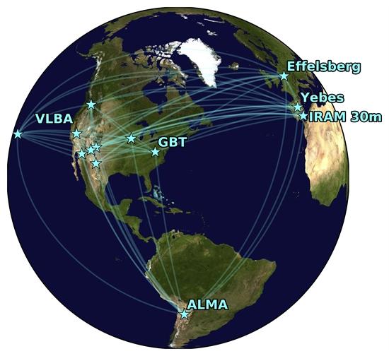 Global Millimeter VLBI Array, junto a ALMA. Imagen: Radboud University / Center for Astrophysics.