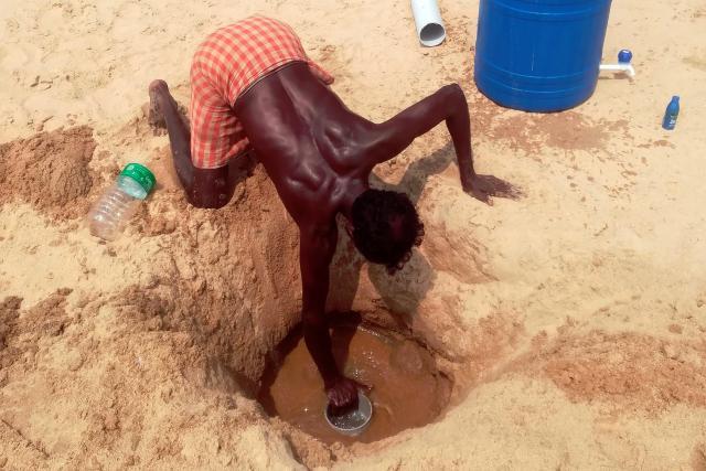 Recogida de agua de un pozo en Kerala, al sur de la India. Imagen: Hasta Oehler, ZMT.
