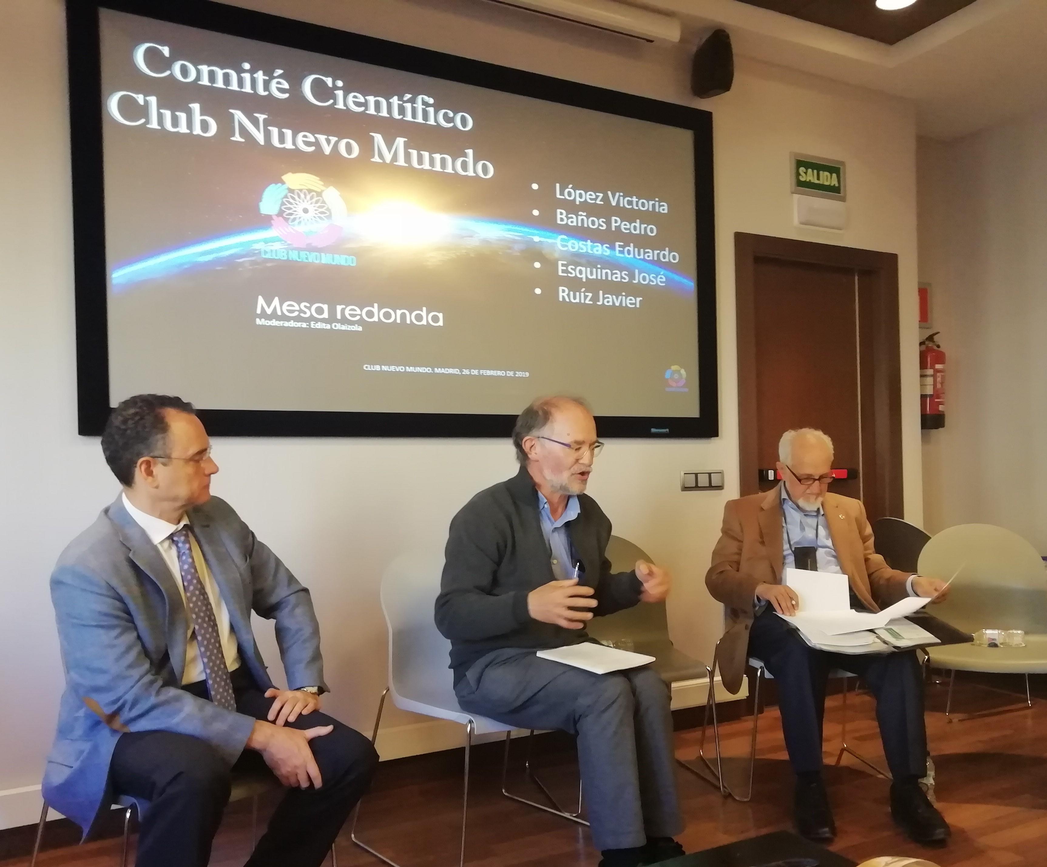 Un momento de la mesa redonda. De izquierda a derecha: Pedro Baños, Eduardo Costas y José Esquinas. Foto: Eva Reneses.