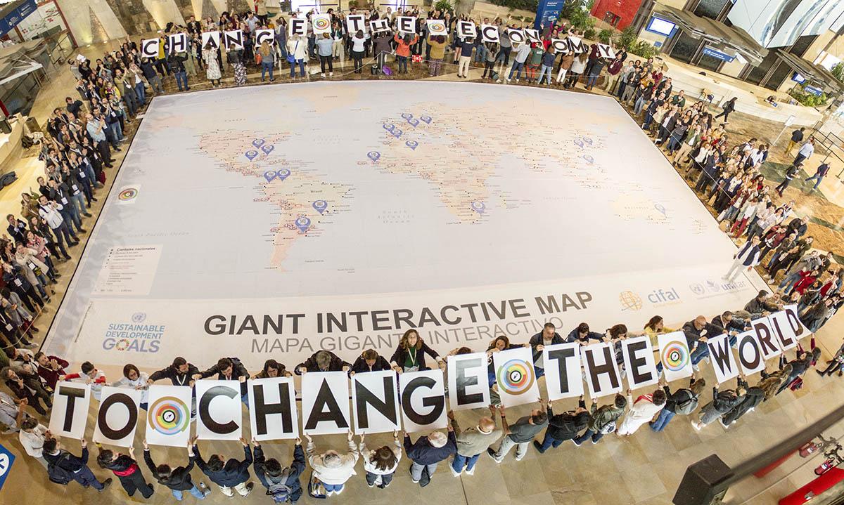 El público de NESI Global Forum reclama la necesidad de cambiar la economía para cambiar el mundo. Foto: NGF.