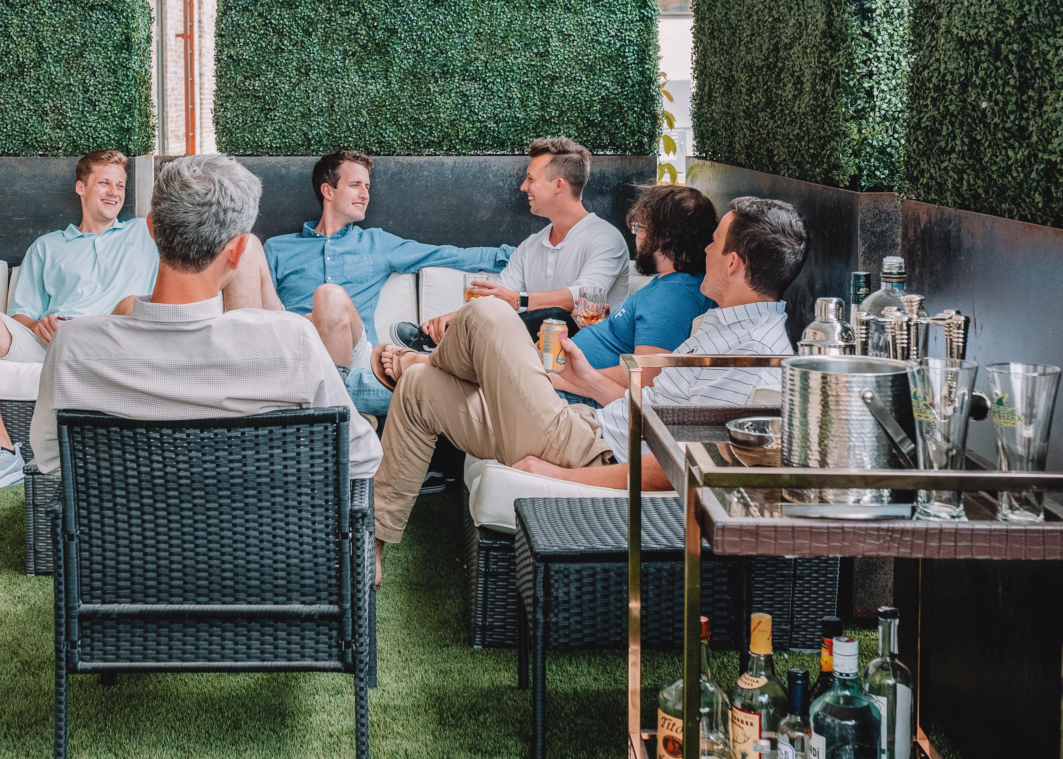 Nuestros cerebros se sincronizan cuando charlamos en grupo. Foto: Austin Distel.