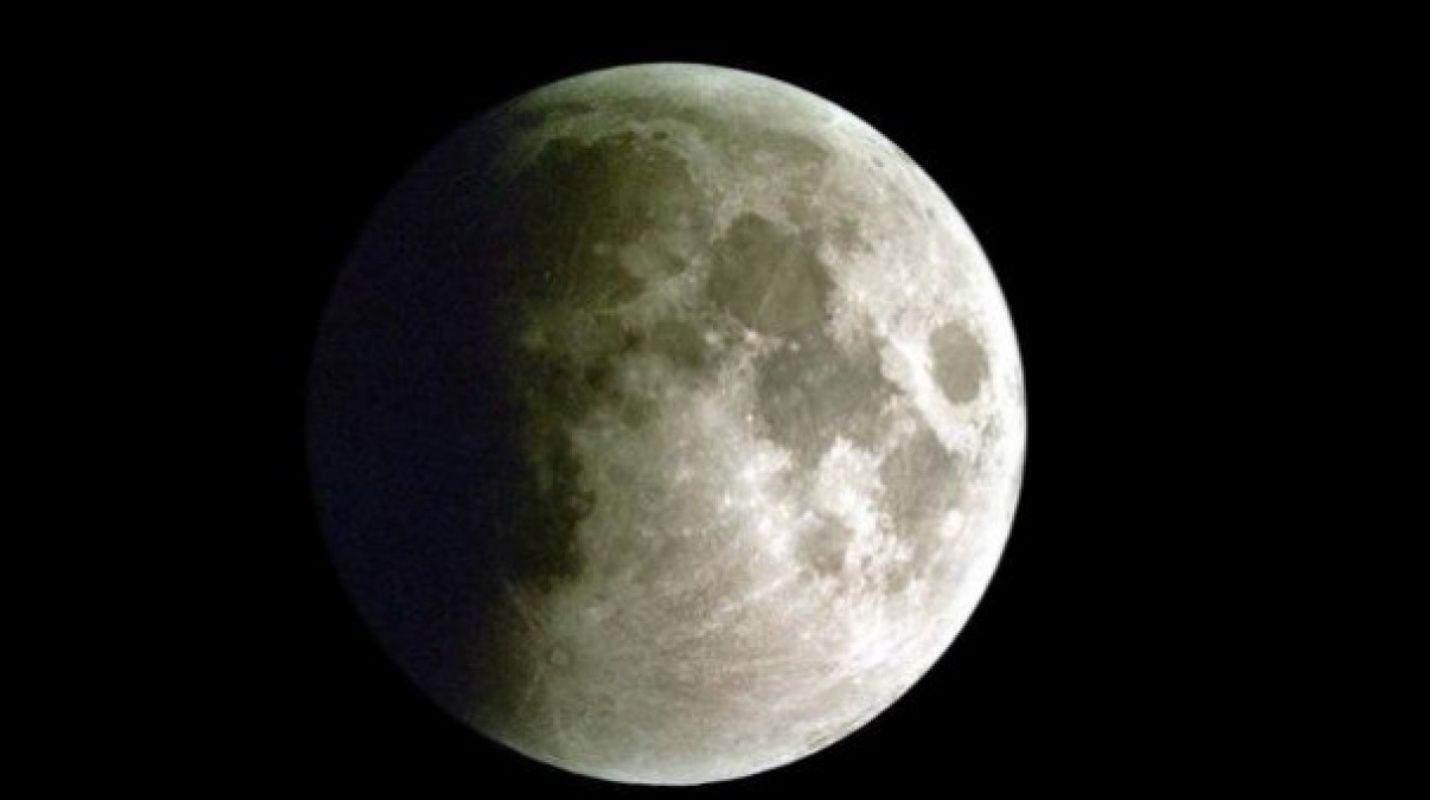 La Luna durante un eclipse lunar parcial. / José María Sánchez Martínez.