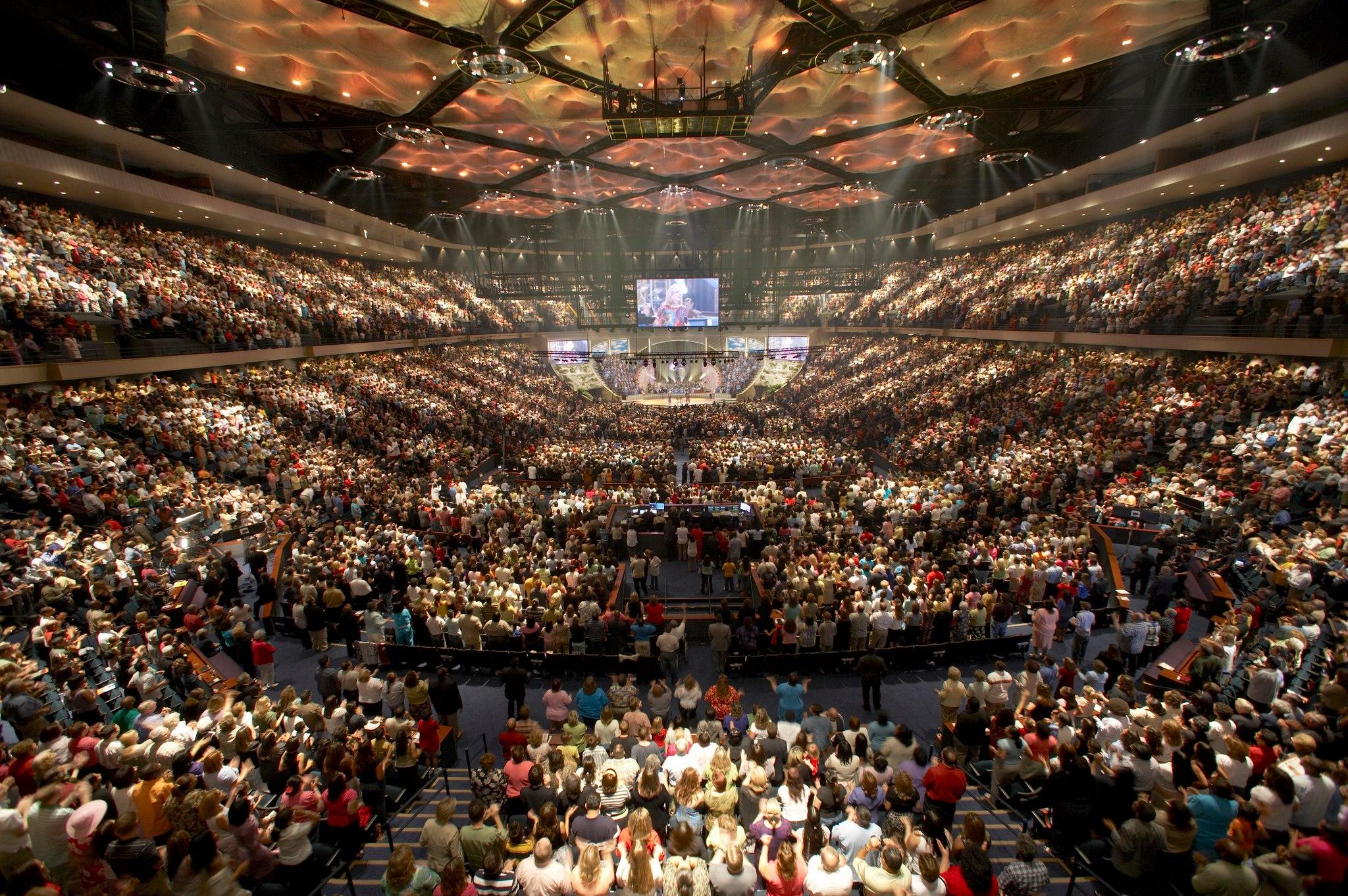 Ceremonia de la Iglesia Lakewood en Houston (USA) en un estadio deportivo con capacidad para 16.000 personas.  Foto: ToBeDaniel