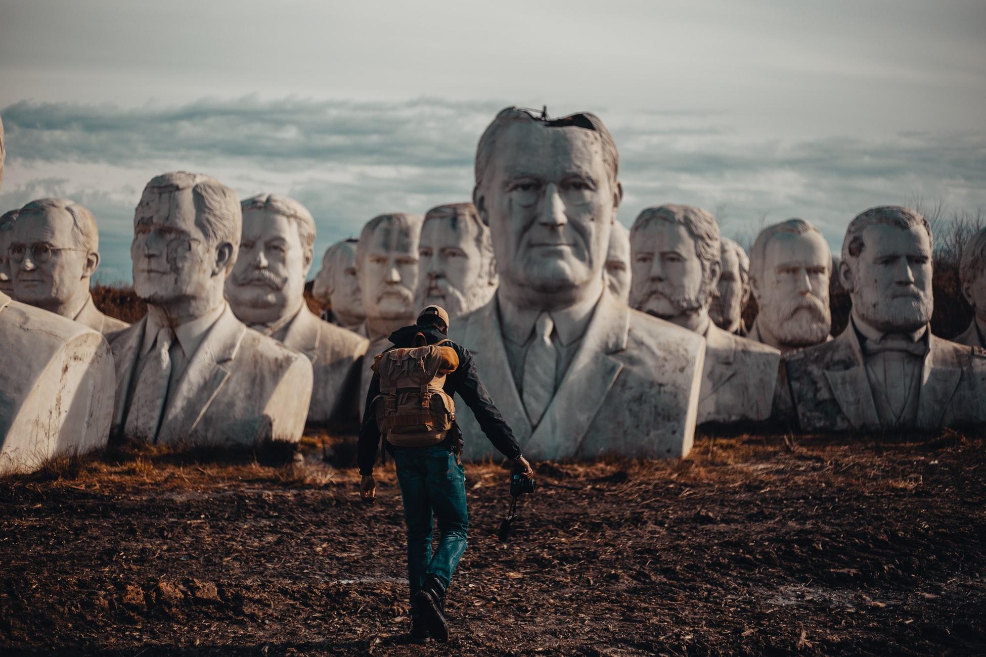 Bustos abandonados de expresidentes de Estados Unidos. Foto: Tobi Oluremi