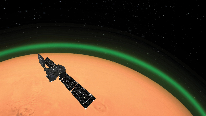 Impresión artística del ExoMars Trace Gas Orbiter de la ESA que detecta el brillo verde del oxígeno en la atmósfera marciana. Esta emisión, detectada en el lado de día de Marte, es similar al resplandor nocturno que se ve alrededor de la atmósfera terrestre desde el espacio. Crédito: Agencia Espacial Europea