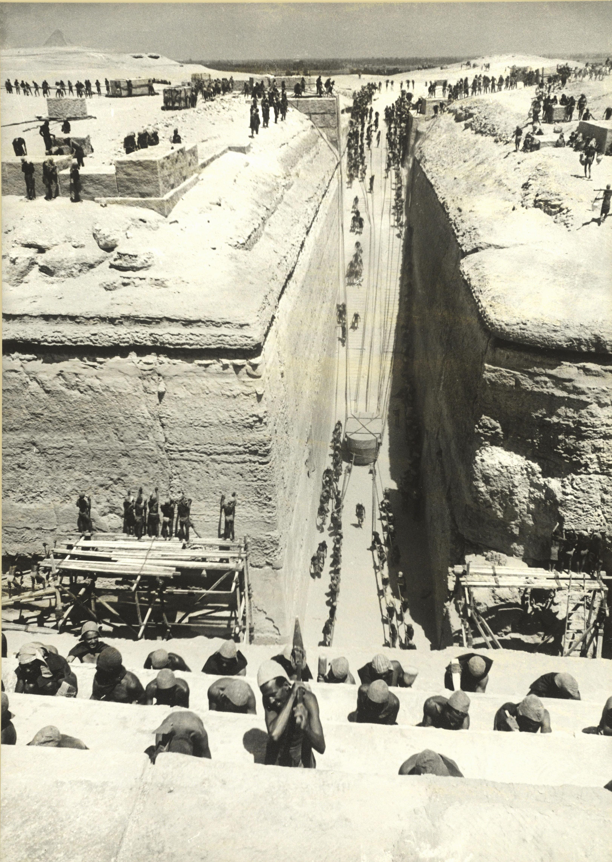 Rodaje de Tierra de Faraones, Egipto, 1954 © Ernst Haas / Magnum Photos.
