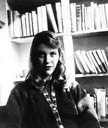 Sylvia Plath en 1957. Fuente: Wikipedia.