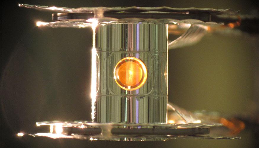 Cápsula en el interior del dispositivo de fusión nuclear. Imagen: Eddie Dewald. Fuente: LLNL.