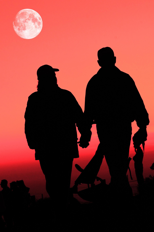 El establecimiento y cuidado de las relaciones es uno de los puntos clave de la felicidad humana. Imagen: Arvind Balaraman. Fuente: PhotoXpress.