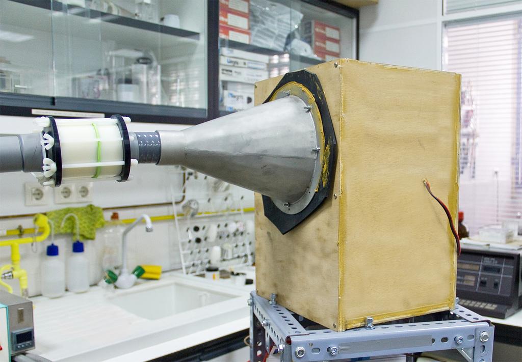 El método de la US utiliza ondas sonoras para potenciar la adsorción de dióxido de carbono por el óxido de calcio. Imagen: Clarisa Guerra. Fuente: US.