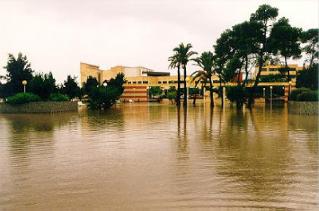 Inundación en el Campus de la Universidad de Alicante en octubre de 1982. Fuente: UA.