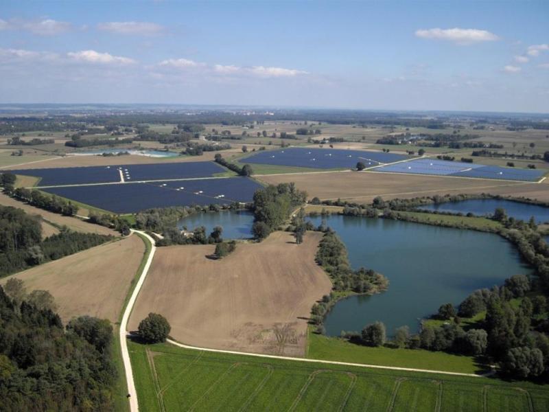 Parque solar Lauingen Energy Park, de 25,7 MW en Bavarian Swabia, Alemania. Fuente: Wikipedia.org