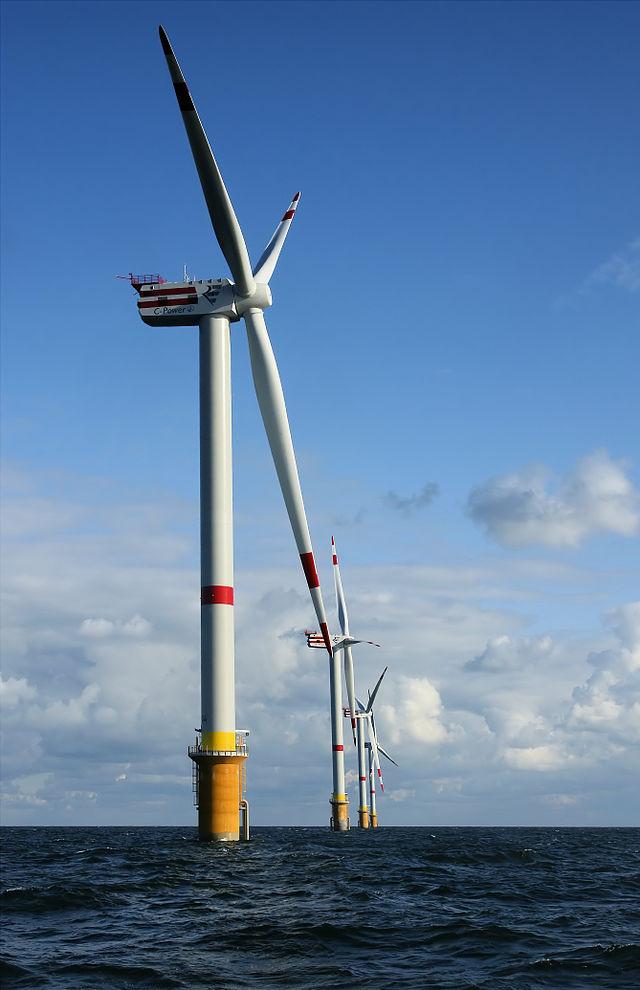 Parque eólico offshore de Thorntonbank en la costa belga, Mar del Norte. El factor de planta de los parques eólicos varía entre el 20 y 40%. Fuente: Wikipedia.org.