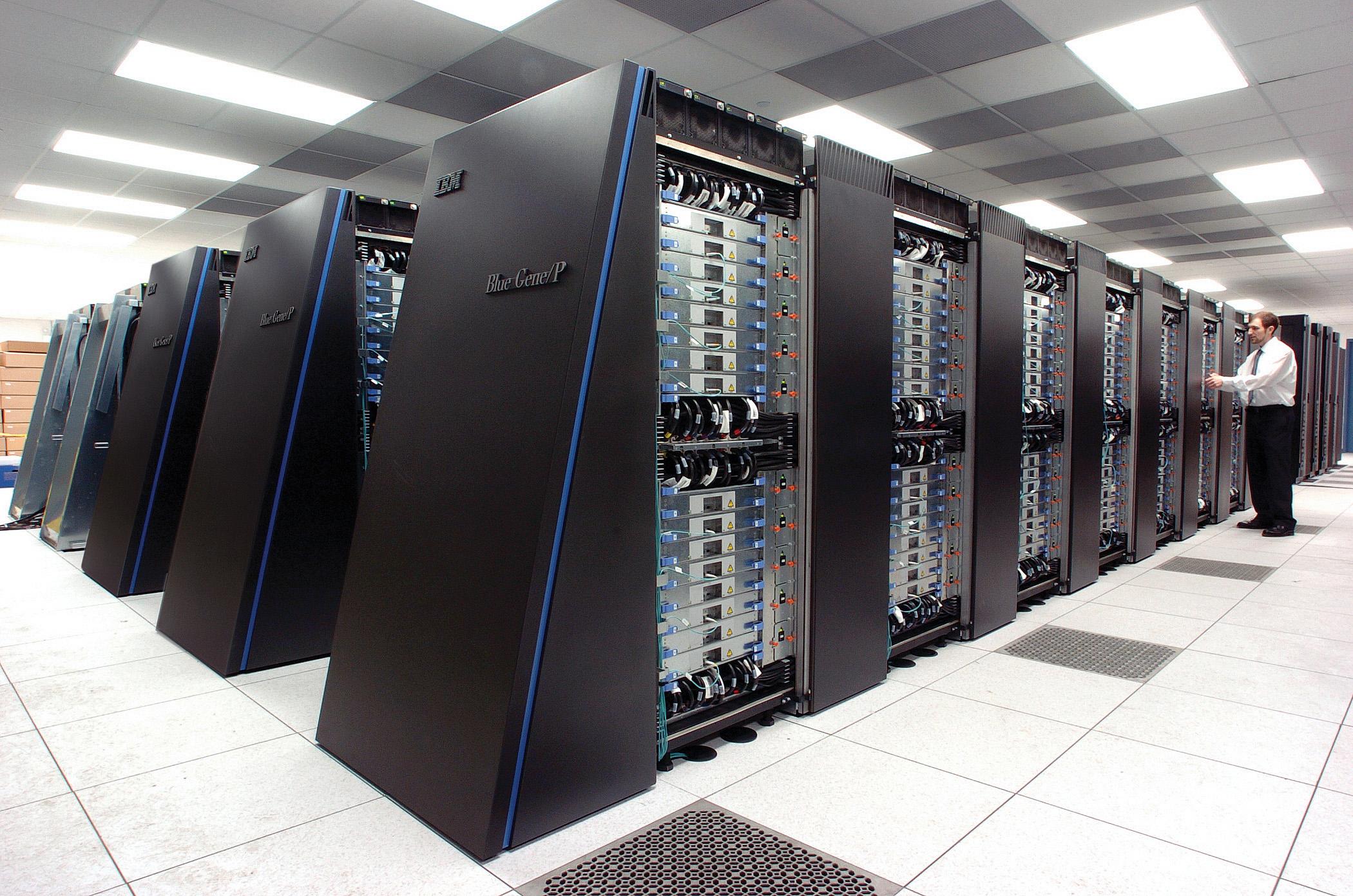 El objetivo es que supercomputadoras como BlueGene, de IBM (Illinois, EE.UU.) 'piensen' como un cerebro. Imagen: Argonne National Laboratory. Fuente: Flickr.