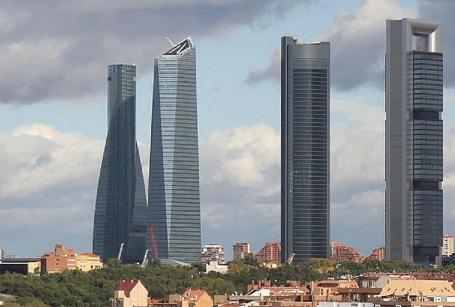 Los puntos calientes de contaminación del aire se mantendrán en las principales ciudades europeas. En la imagen, Torres de Madrid. Imagen: Archivaldo. Fuente: Wikimedia Commons.