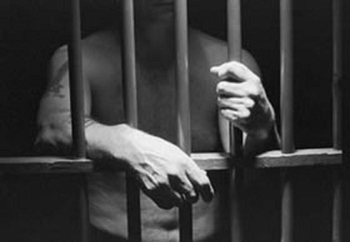 El 'dilema del prisionero' es un problema fundamental de la teoría de juegos que muestra que dos personas pueden no cooperar incluso si ello va en contra del interés de ambas. Fue usado como base del presente estudio. Fuente: Wikipedia.