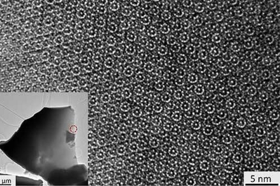 El patrón ordenado aunque no estándar del cuasicristal es revelado por un haz de electrones. Imagen: Paul Steinhardt et al. Fuente: Princeton University.