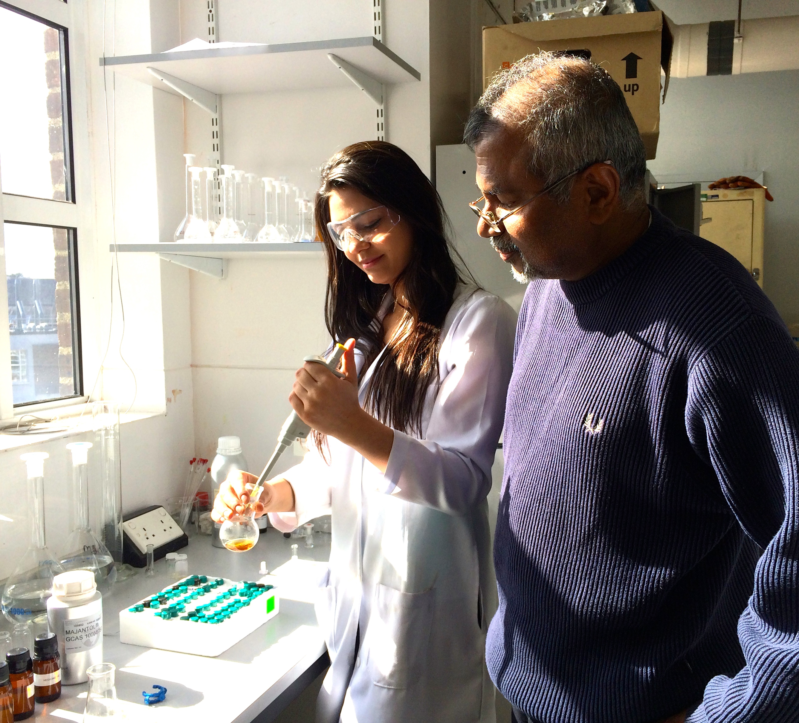 Los investigadores, en el laboratorio. Fuente: Universidad Queen's.