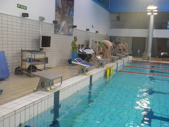 Test de salida en la piscina del CAR de Sierra Nevada. Fuente: UGR.