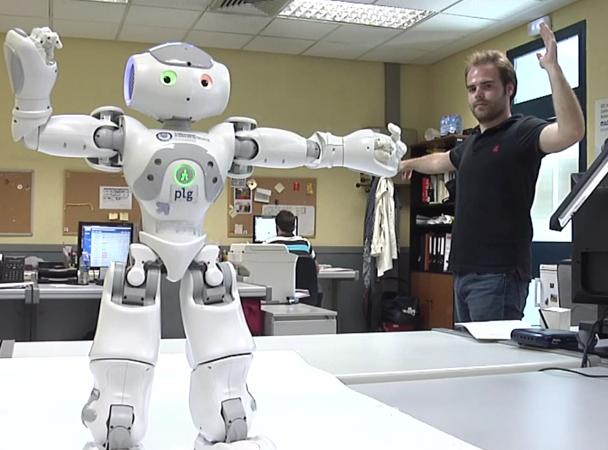 El robot, haciendo sus ejercicios. Fuente: UC3M.