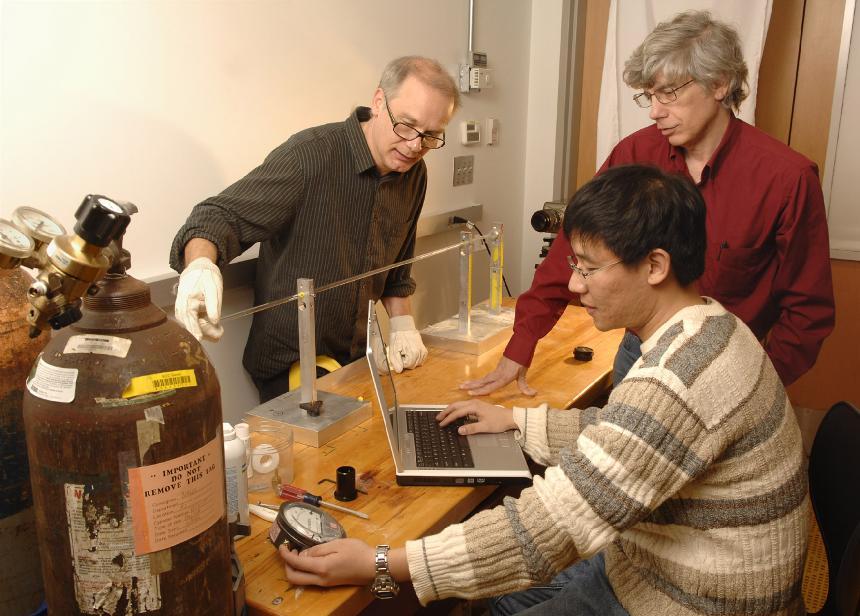 Los físicos, durante el experimento. Universidad de Chicago.