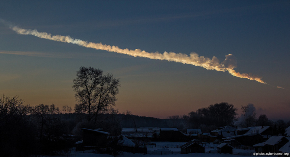 Estela del asteroide sobre Chelyabinsk, Rusia, el 15 de febrero de 2013. Fuente: ESA.