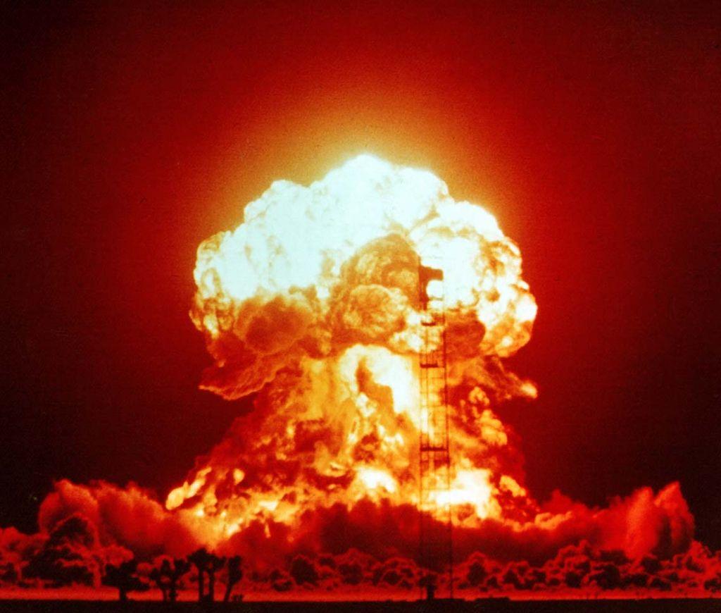 Prueba nuclear en el desierto de Nevada, en 1953. Imagen: National Nuclear Security Administration Nevada Site Office Photo Library. Fuente: Wikipedia.