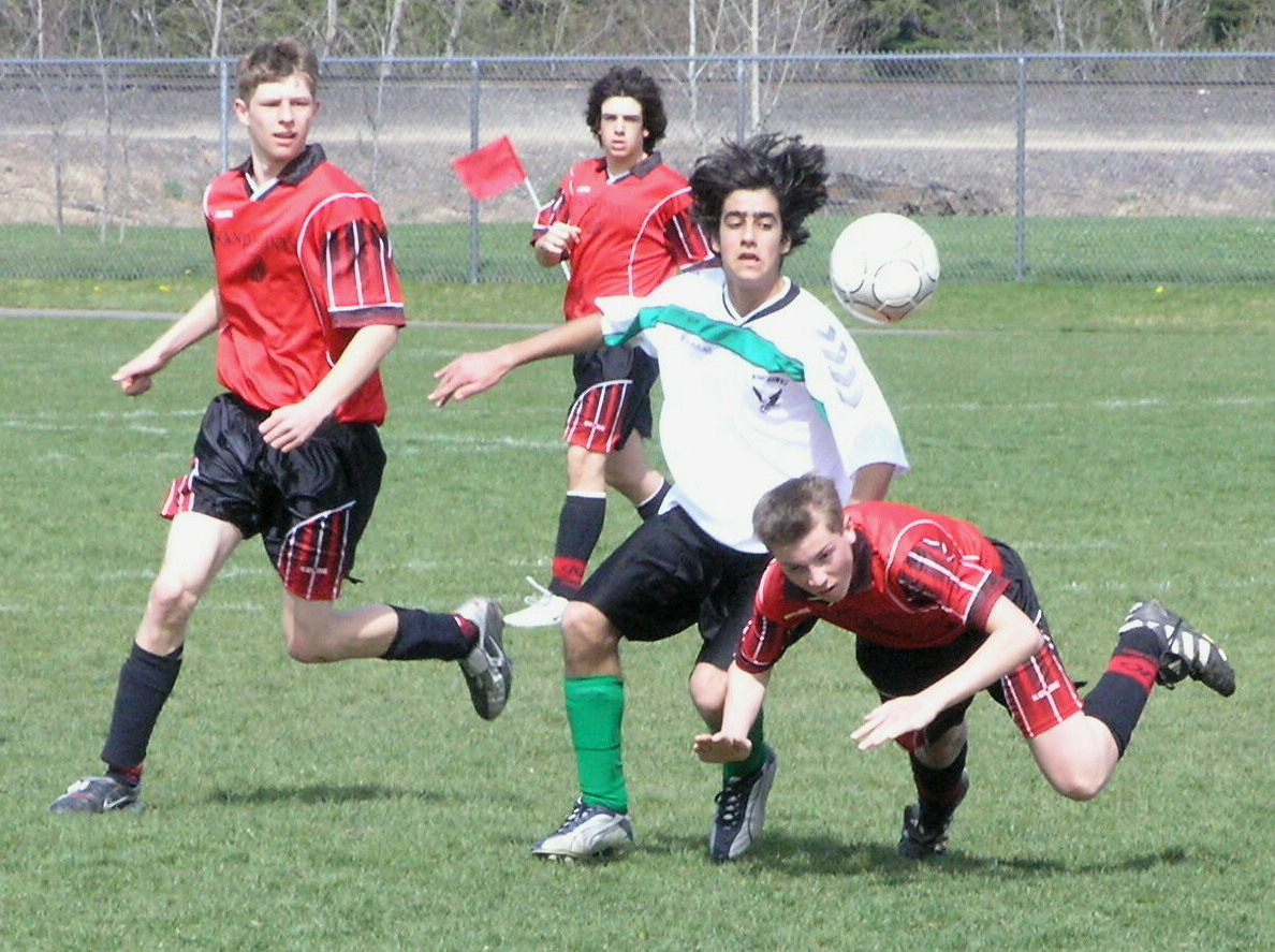 Los adolescentes que juegan al fútbol muestran más capacidad de concentración. Imagen: keokster. Fuente: FreeImages.
