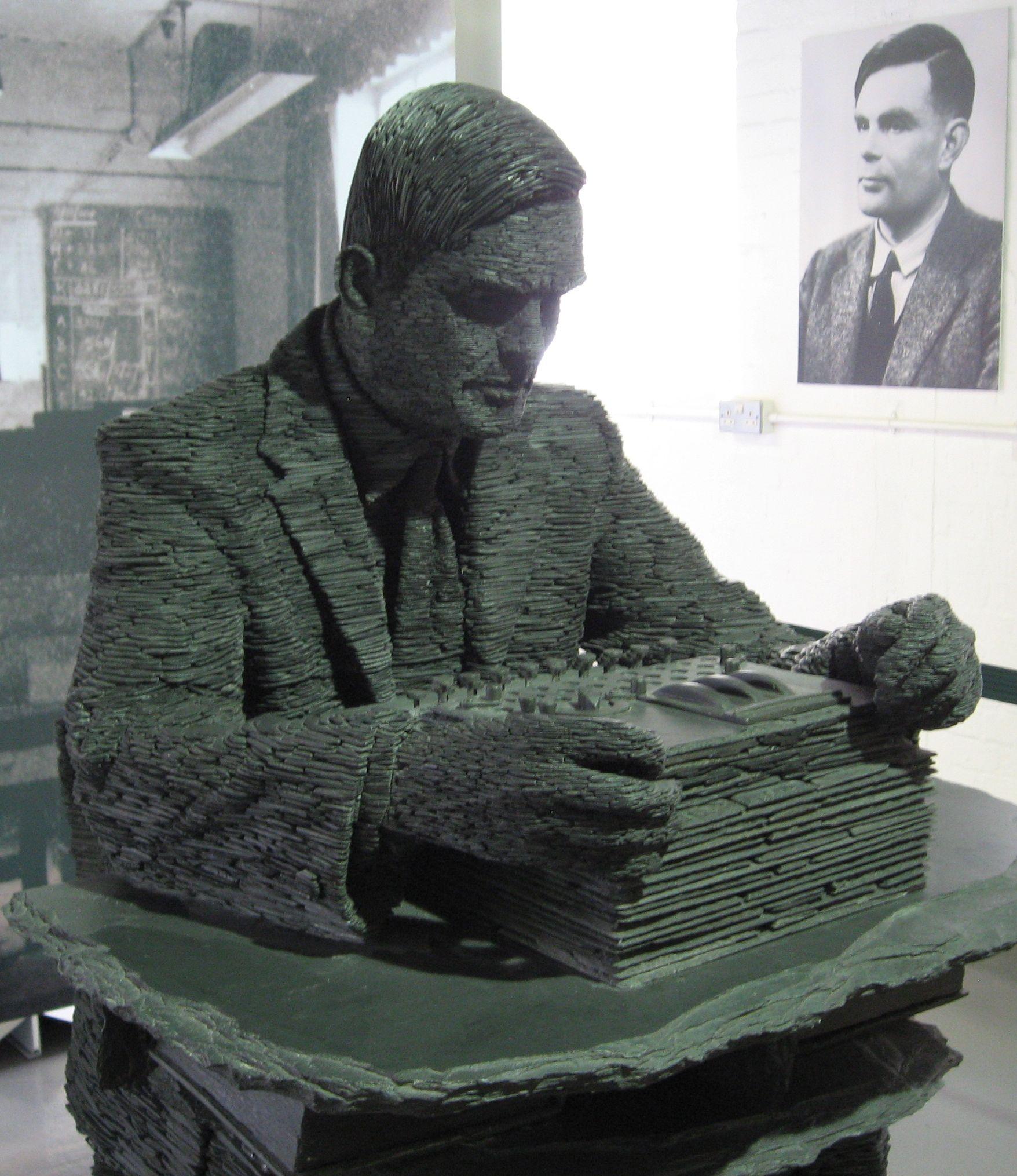 Estatua de Turing y su retrato de fondo enBletchley Park. Foto:Jon Callas.