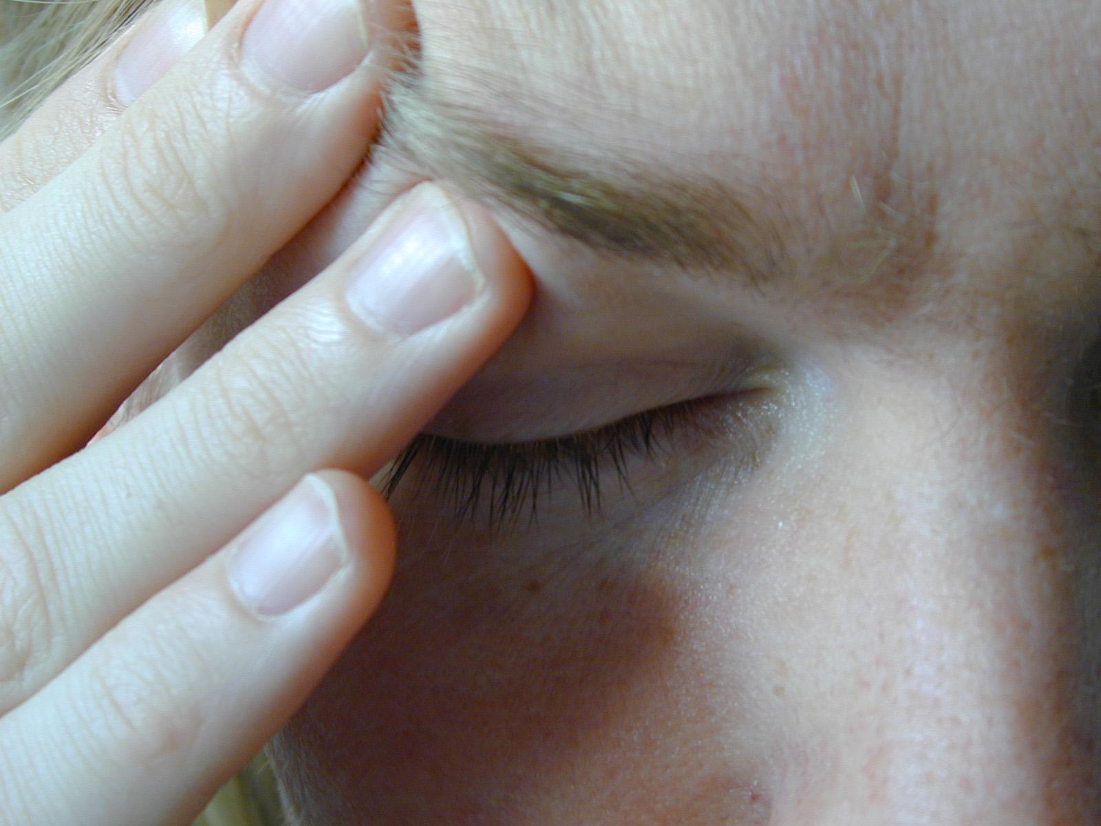 Los sonámbulos tienen más probabilidades de padecer dolores de cabeza y migrañas mientras están despiertos pero, paradójicamente, no sufren dolor si se lesionan dormidos. Imagen: stockarch. Fuente: MorgueFile.